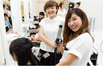 美容学校ならではのヘアメイク&着付授業