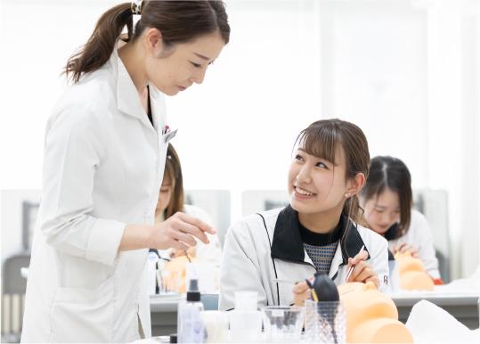 美容本科 総合コース マツエク専攻